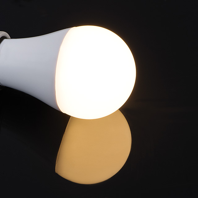 Wielokolorowa żarówka LED TriColor - barwa ciepła 2700K